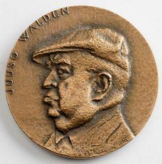 Vuorineuvos Juuso Walden (1907–1972) oli Yhtyneet Paperitehtaat Oy:n toimitusjohtaja ja ekonomi. Hän kuuluu toisen maailmansodan jälkeisen ajan uusiin teollisuusjohtajiin. Hänen johdollaan Yhtyneet Paperitehtaat Oy kasvoi maan suurimmaksi metsäteollisuusyritykseksi ja koko maailman mittapuun mukaan alansa suurimpien joukkoon. (Lähde: http://www.kansallisbiografia.fi/talousvaikuttajat/?iid=598)