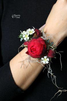Brățară cu trandafiri de grădină Red Piano și waxflower alb – Flowers of Soul Lotus Flower, Tattoos, Tatuajes, Japanese Tattoos, Tattoo, Tattoo Illustration, A Tattoo, Lotus, Tattos