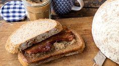 Zelfgebakken volkorenbrood met spek en bruine suiker   VTM Koken