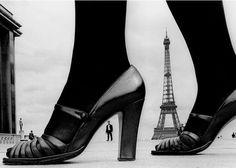La galerie Fahey/Klein présente jusqu'au 9 juillet « Please Don't Smile », une exposition du photographe Frank Horvat. Elle tire son nom de la monographie rétrospective publiée par Hatje Kanz en 2015, qui documente l'œuvre colossale de celui-ci en s'intéressant tout particulièrement à son approche révolutionnaire de la photographie de mode. Horvat a su combiner une sensibilité de photojournaliste à un « humour visuel raffiné » afin de créer des images beaucoup plus singulières que celles de…