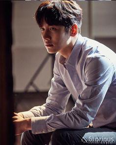 "[Drama] Charismatic eyes and rain showers in more behind-scenes from ""Suspicious Partner"" Ji Chang Wook Smile, Ji Chang Wook Healer, Ji Chan Wook, Jung Hyun, Kim Jung, Choi Seung Hyun, Korean Star, Korean Men, Asian Actors"