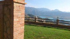 """#EL_GASTOR, #Cádiz.-  Casa rural """"Rancho Los Cuñaos"""". Dispone de #cinco_dormitorios, tres baños (uno con #jacuzzi), salón comedor, cocina, balcón, terraza, jardín, barbacoa y piscina. Cuenta con fantásticas vistas al pueblo, Pantano de #Zahara y Parque Natural Sierra de #Grazalema. Situada muy cerca de la villa gaditana de El Gastor. En la zona se pueden realizar diferentes actividades: #golf, excursiones, escalada, #paseo_a_caballo, #piragüismo, senderismo, pesca, caza, visitar el pantano."""