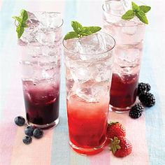 Strawberry Italian Soda-this would be good with syrups from Phonecia! =O)