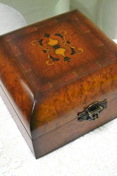 Burled Wood Veneer Box with Marquetry Inlay and Felt Lining - Very Handsome…