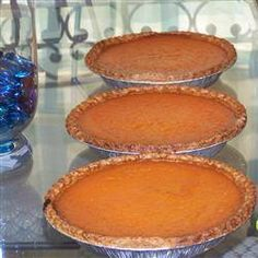 Mississippi Sweet Potato Pie Ingredients: 4 ounces butter, softened 2 cups cooked and mashed sweet potatoes 2 cups granulated sugar 1 small can ounces, about cup plus 2 tablespoons) evaporated milk 1 teaspoon vanilla 3 . Mississippi Sweet Potato Pie Recipe, Köstliche Desserts, Dessert Recipes, Italian Desserts, Pie Recipes, Cooking Recipes, Sweetie Pies Recipes, Easy Recipes, Cooking Corn