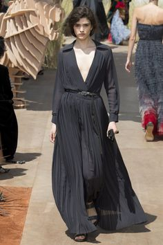e66c3b7471af Christian Dior Fall 2017 Couture Collection Photos - Vogue Christian Dior  Couture