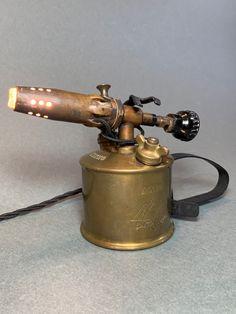 Objekt# Kunst# Lampe# entstanden aus einer alten Lötlampe. Beer, Tableware, Design, Art, Sculptures, Artworks, Kinetic Art, Contemporary Art, Root Beer