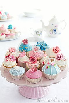 Beautiful cupcakes and pretty pink cake stand