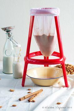 Haidee's Kitchen: Almond Milk