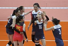 Chinese women's volleyball team defeats the Netherland by 3-1, will face Serbia in the finals on Sat #Rio2016