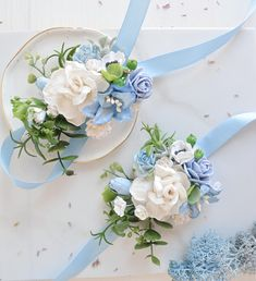 Homecoming Corsage, Bridesmaid Corsage, Corsage Wedding, Wedding Bouquets, Blue And Blush Wedding, Blue White Weddings, White Corsage, Flower Corsage, Prom Flowers