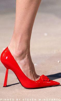 Slingback Shoes, Women's Shoes Sandals, Shoe Boots, Sneakers Fashion, Fashion Shoes, Runway Shoes, Donatella Versace, Spring Shoes, Womens High Heels