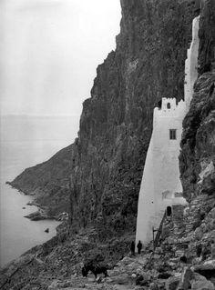 Το μοναστήρι της Παναγίας της Χοζοβιώτισσας στην Αμοργό, δεκαετία 1910