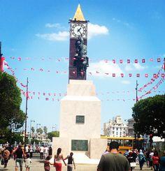 Avant de partir en week-end @ecomnewsmed souhaitait partager avec vous cette photo prise au coeur de Tunis sur lavenue Habib Bourguiba dont la statue équestre n'est autre que Habib Bourguiba. La capitale tunisienne compte 1 056 000 habitants. @tunis_centre_ville #habibbourguiba #habibbourguibaavenue #tunis #tuniscity #igerstunis #igerstunisia #statue #monument #histoire #tunisie #tunisia #ecomnewsmed #UEMed #startuplife #picoftheday #startup #startupstory #startupcompany #startupbusiness…
