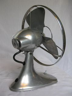 Antique Fans, Vintage Fans, Art Deco Design, Retro Design, Bauhaus, Retro Fan, Steampunk Furniture, Old Fan, Vintage Appliances