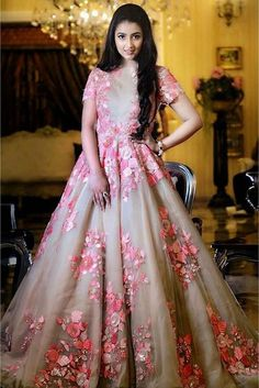 Buy Gowns Online - Designer Gowns for Women, Party Wear Long Gowns Gown Party Wear, Party Wear Indian Dresses, Indian Wedding Gowns, Indian Gowns Dresses, Bridal Gowns, Bridal Lehenga, Pink Gowns, Wrap Dresses, Indian Outfits