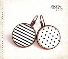 Boucles d'oreilles Cabochons • Pois et marinière • blanc noir pois rayures verre : Boucles d'oreille par bykloe