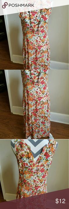 J. JILL ❤ SALE sundress w/ pockets. Trendy floral. This dress is so awesome because it has pockets! Hidden away is a side zipper. V back and a dress that would fall right at your knees. j jill Dresses Asymmetrical