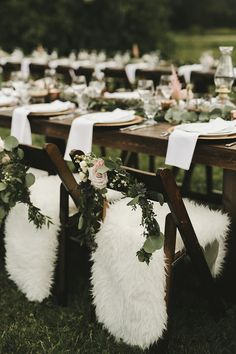 sweetheart tables - photo by Shari and Mike http://ruffledblog.com/eclectic-boho-wedding-with-charming-rustic-touches