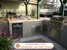 Image on Islands In The Sun Gallery  http://www.bbqislandgallery.com?social-gallery-image=green-post-bbq-island-1