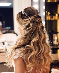 Lutt & Kakau Lopes - Lilly is Love Sweet 16 Hairstyles, Quince Hairstyles, Prom Hairstyles For Short Hair, Formal Hairstyles, Bride Hairstyles, Down Hairstyles, Wedding Tiara Hairstyles, Wedding Hair Down, Wedding Hair And Makeup