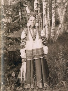Local fashion: Russian beauties of the century in traditional costumes - Historical Fashion Russian Beauty, Russian Fashion, Folk Costume, Costumes, Russian Culture, Russian Folk, Married Woman, Headdress, Traditional Outfits