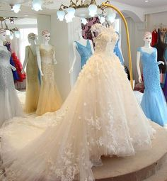 AHW022  New Arrival Romantic Tulle Train Sexy Wedding Dresses with Appliques 2017