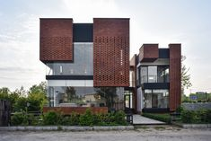 Maziar Brick House / Naghshe Khak Architectural Group Completed in 2017 in Royan Iran. Images by Vahid Joudi. The project is located on an area of 250 square meters in a coastal complex with different owners and vacant lands in the city of Royan. Design Exterior, Brick Design, Facade Design, Brick Facade, Facade House, House Exteriors, Brick Architecture, Contemporary Architecture, Pavilion Architecture