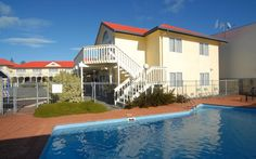Stop at BK's Fountain Court Motor Inn to discover the wonders of Napier. The hotel has everything you need for a comfortable stay. To be found at the hotel are free Wi-Fi in all rooms, car park, room service, laundry service. All rooms are designed a Outdoor Swimming Pool, Swimming Pools, Napier New Zealand, Australia Hotels, Whirlpool Bathtub, At The Hotel, Smoking Room, Pacific Ocean, Car Parking