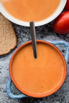 CREAMY TOMATO SOUP using fresh roma plum tomatoes! This easy homemade recipe is perfect for when you are picking fresh tomatoes from the garden! You will never buy canned tomato soup again! This is kids favorite tomato soup! Fresh Tomato Soup, Canned Tomato Soup, Fresh Tomato Recipes, Tomato Tomato, Broccoli Potato Cheese Soup, Loaded Potato Soup, Veggie Soup, Plum Tomatoes, Roma Tomatoes