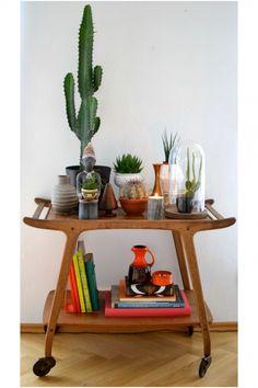 11x coole trolleys in huis Zoooo gaaf...voor naast de bank met allemaal planten erop en een leuk lampje..