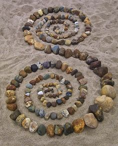 Beach spirals, but would work as a focal point in a garden path~~ make mosaic with spiral waves like this Land Art, Art Pierre, Sticks And Stones, Environmental Art, Beach Art, Pebble Art, Pebble Stone, Stone Art, Rock Art
