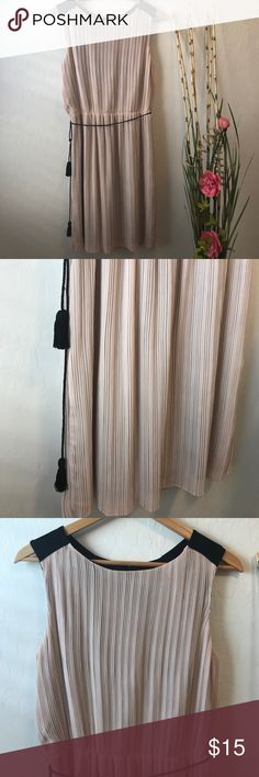 Jennifer Lopez dress Jennifer Lopez dress color is nude with black tassel string belt. Length above the knee No stains in perfect condition✨ Jennifer Lopez Dresses Midi