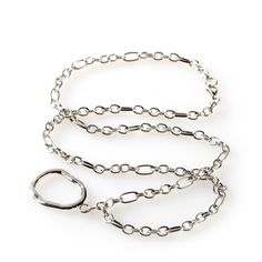 Simple and serene silver makes Dali the easy choice for busy days. Classically stylish, this eyeware necklace complements any outfit, and keeps your specs front and center – so you can stay centered. Easy links, a silvery palette … breathe deeply and forge ahead.