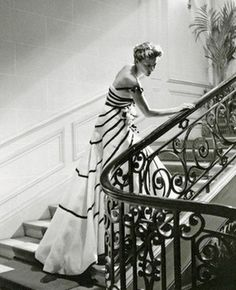 Model wears a gown by Christian Dior in a photo by Willy Maywald, Maison Dior, Paris, 1950 Vintage Dior, Moda Vintage, Vintage Couture, Vintage Mode, Vintage Glamour, Vintage Beauty, Vintage Dresses, Vintage Outfits, Vintage Style