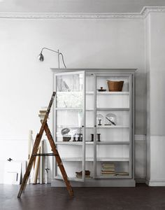Beautiful and timeless vitrines in Danish design. Our vitrine designs are built on Nordic traditions and solid craftsmanship. See our vitrines here. Sweet Home, Home Decoracion, Glass Cabinet Doors, Glass Cabinets, Display Cabinets, White Cabinet, Glass Doors, Painted Cupboards, Interior And Exterior
