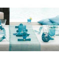 Chemin de table sinamay turquoise fibres naturelles, déco mariage turquoise et blanc.
