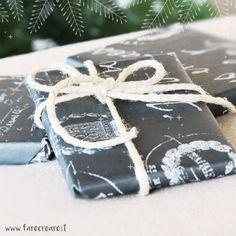 Pacchi di Natale in bianco e nero.