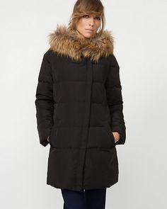 Manteau matelassé à capuchon de fourrure synthétique