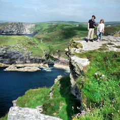 Will and Ny explore the clifftops at Tintagel