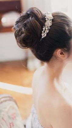 Beautiful bridal hair via @jinab. #bridal #bridalhair