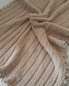 Bugun de kadife bebek battaniyesi ile poz verelim dedik.. #bebekyelegi #bebekceyizi #bebekbattaniyesi #orgubattaniye #bebekbattaniye #bebekhazirligi #bebekorgusu #bebekorguleri #orgumodelleri #orgumodeli #örgü #orgu #knitting #knit #babyknitting #babyknits #crocheting #crochetbaby #crochetaddict #virka #haken #elorgusu #bebegimicin #bebekyelegi #bebekh#bebekceketi #battaniye #babyblanket #babyknit #knitblanket #crochetblanket