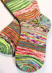 Ravelry: Tumks pattern by Renee Hahnel Scrappy socks knit with mini skeins