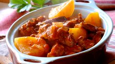 One of South Africa's most beloved traditional dishes: Tomato and Mutton Bredie. Meat Recipes, Dinner Recipes, Recipies, Curry Recipes, Dinner Ideas, Nigerian Food, South African Recipes, Healthy Foods To Eat, Main Meals
