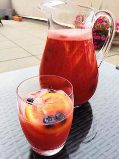 Vegan Mos' watermelon sangria looks super refreshing!  via @veganmos