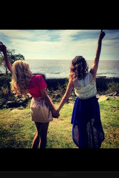 Martina y Mercedes Violetta And Leon, Violetta Live, Disney Channel Shows, Disney Shows, Bff, Violetta Disney, Netflix Kids, Mercedes, Ambre