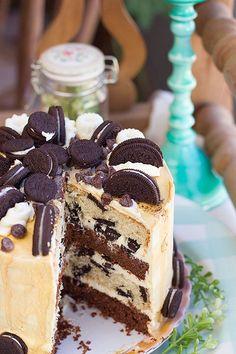 Chocolate and cookies and cream Oreo cake Oreo Cupcakes, Oreo Cake, Cupcake Cakes, Oreo Torta, Oreos, Chocolate Lasagna, Chocolate Cake, Drip Cakes, Cookies And Cream