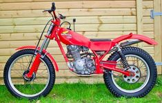Honda Motorcycles, Cars And Motorcycles, Trail Motorcycle, Honda Cub, Trial Bike, Dirt Bikes, All Cars, Trials, Badass