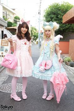 Japanese Sweet Lolita Girls' Pink & Blue Fashion in Harajuku Chandre and I want to get some lolita dresses D: Japanese Street Fashion, Tokyo Fashion, Harajuku Fashion, Kawaii Fashion, Lolita Fashion, Harajuku Mode, Harajuku Girls, Harajuku Style, Visual Kei