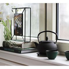 Everybody needs a teapot in their home. Teapot, Kettle, Kitchen Appliances, London, Inspiration, Home, Diy Kitchen Appliances, Biblical Inspiration, Tea Pot
